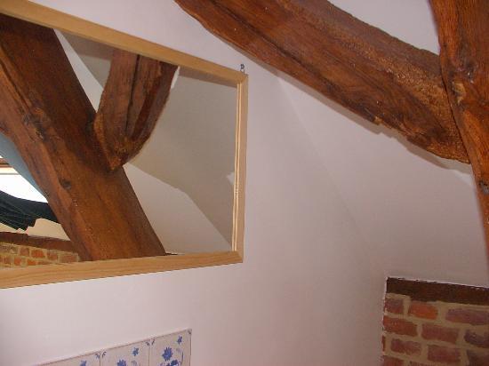 La Mezzanine : chambre: les perruches, salle de bain