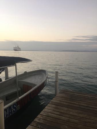 Casa Verde Hostel & Guesthouse: Sunset + Dive Boat