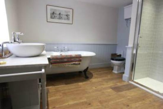 Luxborough, UK: Bathroom for Suite