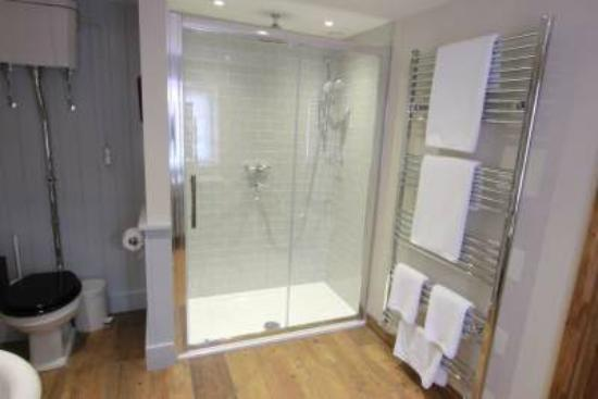 Luxborough, UK: Bathroom to Suite