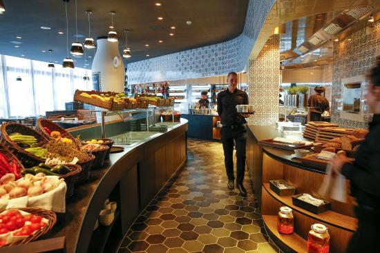 Offene Küche - Picture of Restaurant L\'UNICO, Opfikon - TripAdvisor