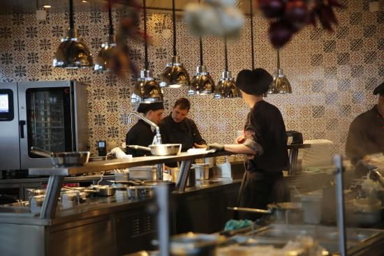Offene Küche - Bild von Restaurant L\'UNICO, Opfikon - TripAdvisor