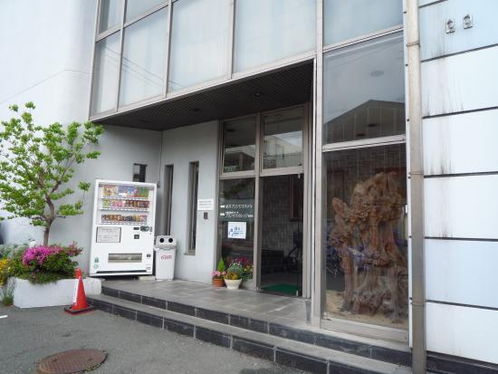 Fukuroi Princess Hotel: ホテルの裏側が駐車場で、入り口も裏側