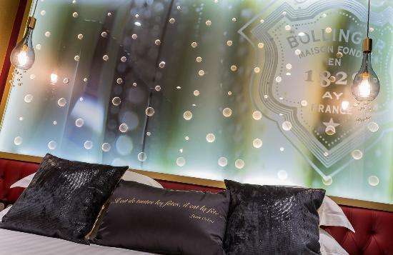 t te de lit photo de h tel les bulles de paris paris tripadvisor. Black Bedroom Furniture Sets. Home Design Ideas