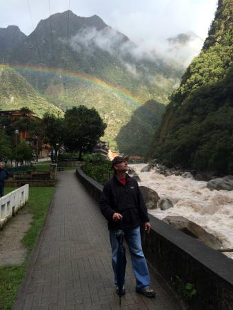SUMAQ Machu Picchu Hotel: View in front of the hotel - nice rainbow!