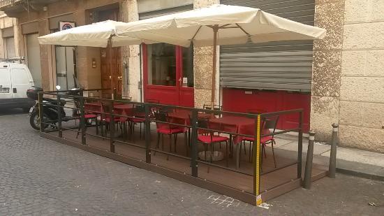 Ciro Leone's Pizza since 1924: plateatico vista strada