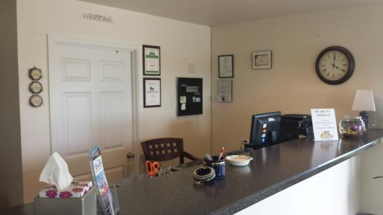 Shore Stay Suites: Frontdesk