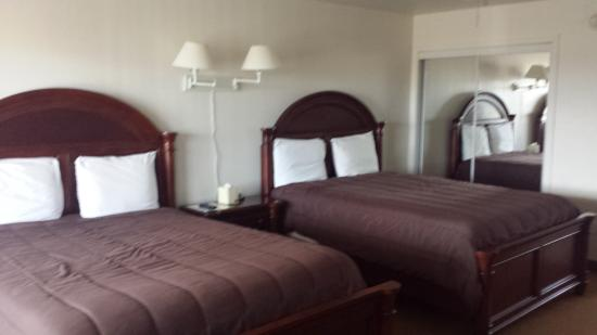 Shore Stay Suites: Double Queen Suite