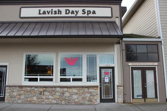 ‪Lavish Day Spa‬