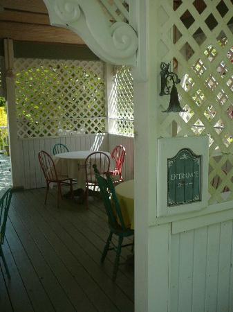The Garden Walk Bed and Breakfast Inn : Entrance to The Garden Walk B & B