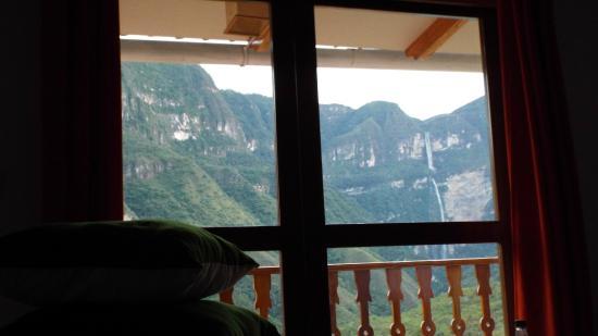 Gocta Andes Lodge: vista de la catarata desde la habitación