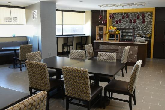 Sheraton Baltimore North Hotel : All new Club Lounge