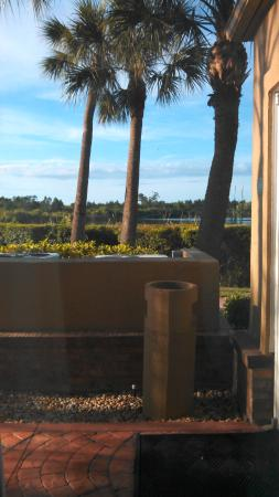 Holiday Inn Express Port Charlotte: that was a awful view outside my window with people going in and out all night!