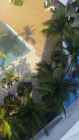 Elcano Hotel: area playa alberca 2