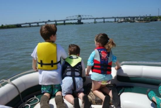 American Funship - Tours: Watching for Dolphins