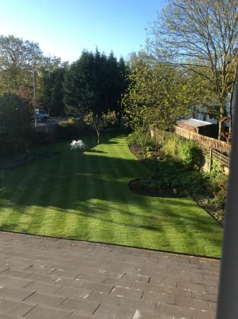 Villiers Lodge : View of the garden from our window