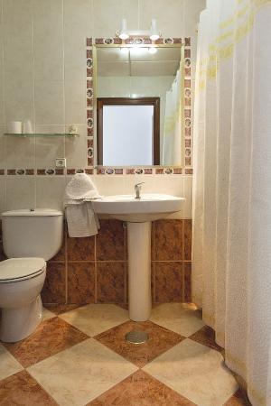 Hotel Maria: Baño de habitación individual