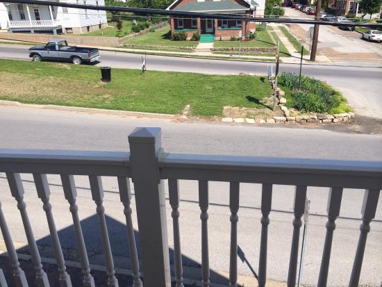 Harbor Haus Inn & Suites: Deck