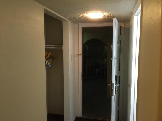 Days Inn Market Center Dallas : Entrance room 240
