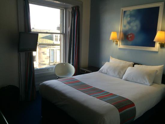 Travelodge Edinburgh Haymarket Hotel: Second floor room with double bed