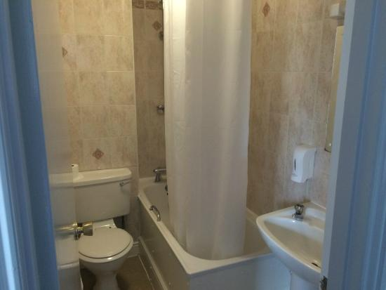 Travelodge Edinburgh Haymarket Hotel: Bathroom in second floor room
