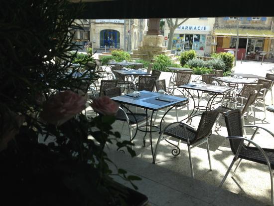 L'ami Provencal : #NOUVELLE GESTION ! Terrasse de l'Ami Provençal vue de l'intérieur du restaurant - Mai 2015