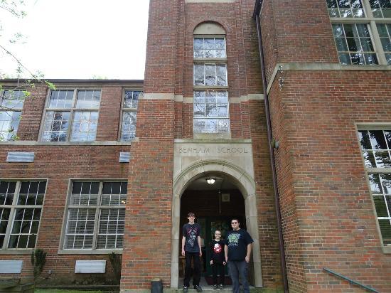 Benham School House Inn : School Entrance