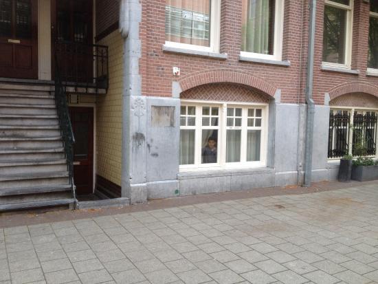 Hotel Van Gogh: Vue façade hôtel