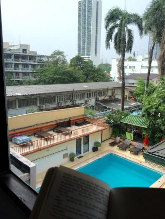 Malaysia Hotel: Pool view from room. Inviting!