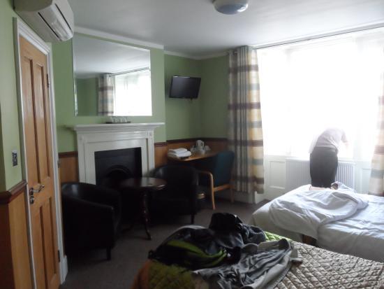 Gower House Hotel: Chambre 1 lit double + 1 lit simple très spacieuse et calme