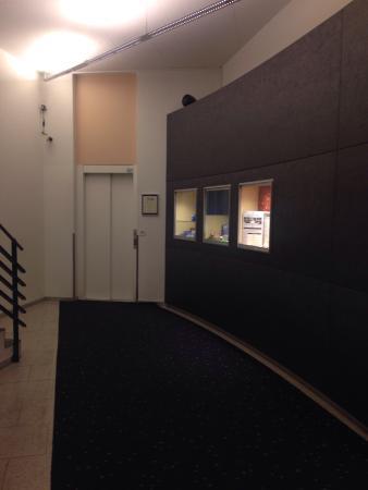 Hotel Ambassador: Corridor entrance