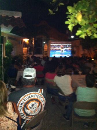 Kelley's Sports Bar and Grill: Noche de box
