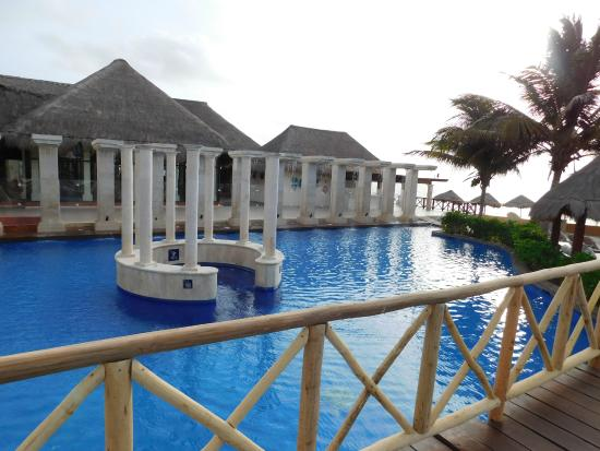 Now Sapphire Riviera Cancun: Hot Tub/Disabled pool area