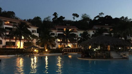 Las Canas: Excelente piscina, súper amplia y la temperatura del agua excelente!