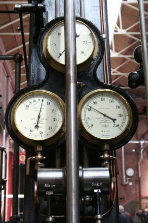 Bolton, UK: Pressure gauges