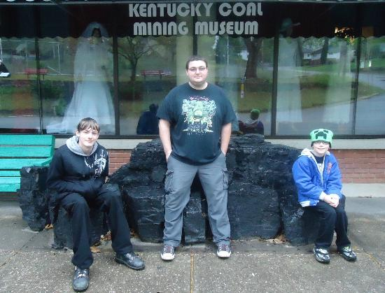 Kentucky Coal Mining Museum: Take a picture with a giant chunk of coal