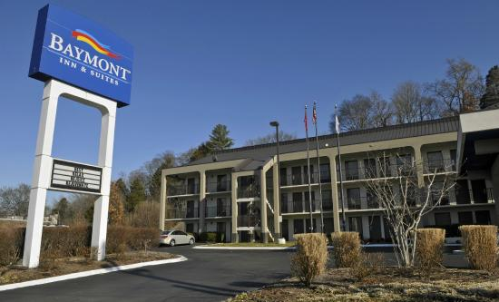 Baymont Inn & Suites Nashville Airport/ Briley: Front of Hotel