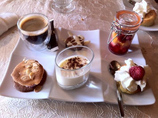 Leonard de Vinci: Café gourmand pour terminer le repas un régal pour les papilles