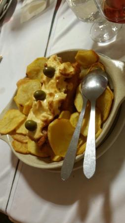 Carmina de Matos: Baccalà della casa. Trancio fritto, ricoperto di una dose inimmaginabile di maionese, poi forno