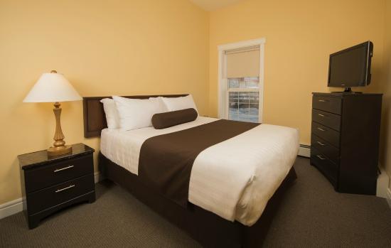 Stanton Suites Hotel: Queen bed