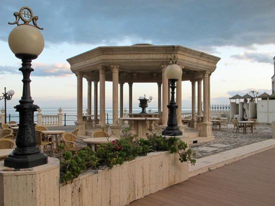 Hellenia Yachting Hotel: hotel terrace