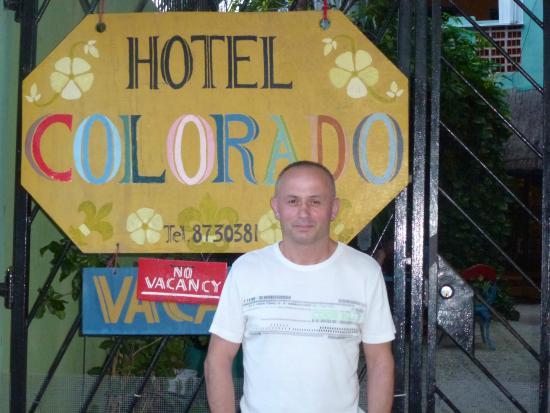Hotel Colorado: Vor dem Eingang