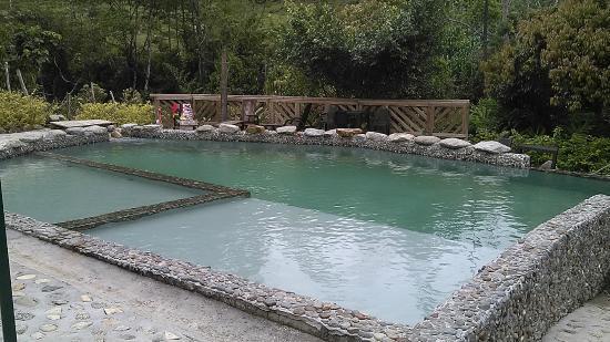 Caba a del hongo picture of eco hotel tierra de agua el for Como construir una piscina natural ecologica