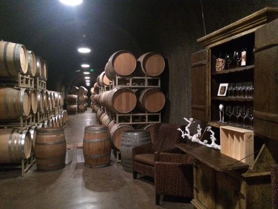 Bella Vineyards and Wine Caves : Cave