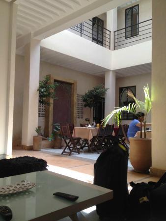 Riad Samarine: Espace salle à manger / Salle détente