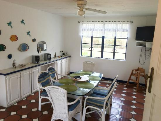 Villa Marie Guesthouse: Shared dining area