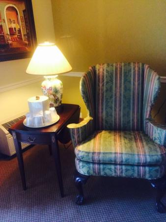 Best Western Plus Morristown Conference Center Hotel: Chintz chair