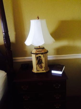 BEST WESTERN PLUS Morristown Conference Center Hotel: Lamp