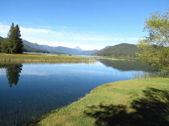 Alumine, Argentinië: Vista del lago Quillén
