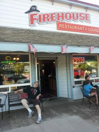 The Firehouse Restaurant: Lounging out front, getting ready for another awesome meal!